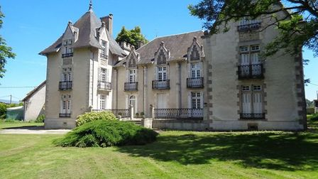 Chateau for sale in Vienne for 477,000 euros