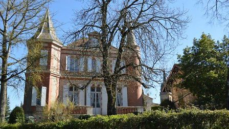 Chateau for sale in Tarn for 425,000 euros