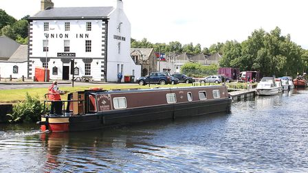 Hireboat by Union Inn (photo: Martin Ludgate)