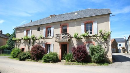 This six-bedroom house in Aveyron needs internal renovation