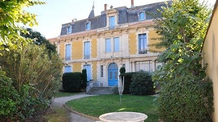 A second-floor apartment in need of renovation within this château in Hérault
