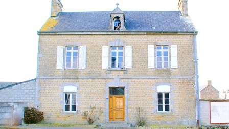 A former presbytery in Manche to restore
