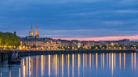 The sun sets in Bordeaux a great place for retirees © Leonid Andronov / Thinkstockphotos