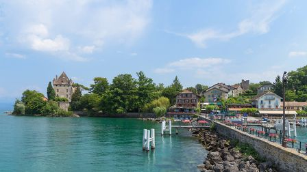 A view of the harbour and the château in Yvoire © Sarenac Thinkstock