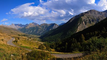 The Mercantour park and its breathtaking landscapes are perfect for cycling in the Hautes-Alpes ©RCe