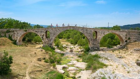 A cycling day out in the Luberon hills in Vaucluse ©Clotilde Arnaud-Colombe Production