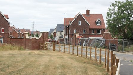 Entrance to a new housing estate crosses a navigable-sized bridge over the proposed route (photo: Ma