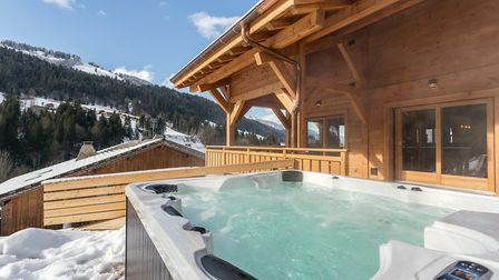 Chalet JJ has a hot tub and enjoys stunning views of the mountains © More Mountain