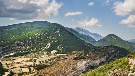 Mont Ventoux in the distance in Vaucluse © Jean Paul VILLEGAS - Getty Images/iStockphoto