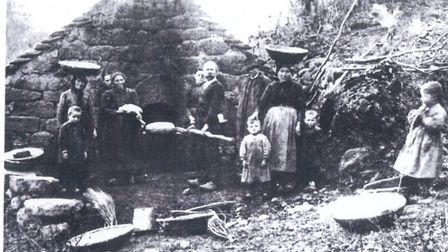 An old postcard of a bread oven in Cantal in 1899
