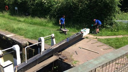 Busy CRT staff on the towpath