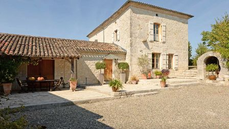 A beautiful property in Tarn-et-Garonne with several outbuildings