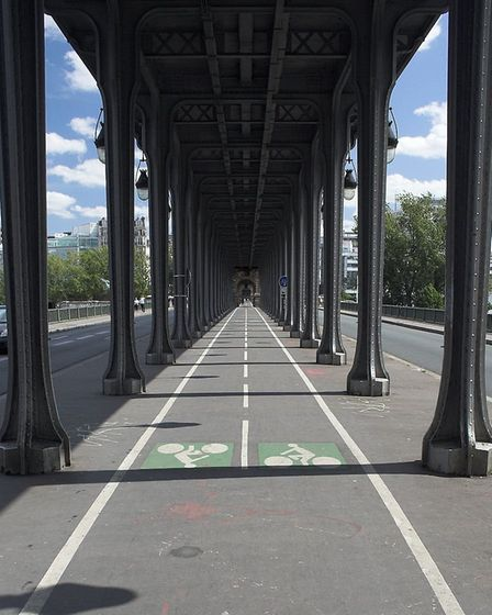 The Pont-de Bir-Hakeim is moved around effortlessly in Inception. Pic: Lukke CC BY-SA 3.0