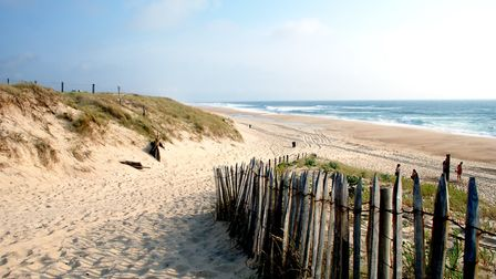 The long sandy beaches of the Côte d'Argent on the Atlantic are home to various nudist beaches © Get