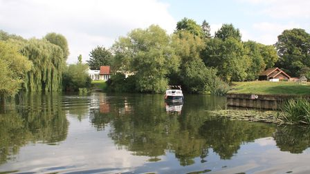 An attractive reach between St Ives and Hemingford Grey (photo: Martin Ludgate)