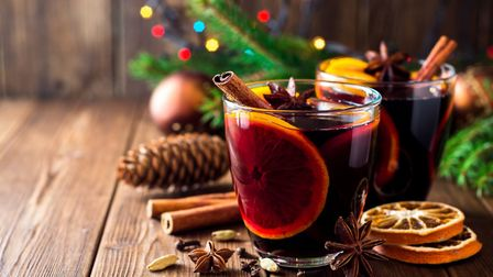 Mulled wine with oranges and spices (c) Andrey Zhuravlev/Getty Images