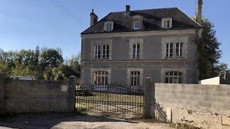 Know the difference between a ''maison de maître'' and a ''manoir''? This partly restored ''master''