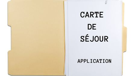 Britons living in France are being advised to apply for a carte de sejour before Brexit © artisteer