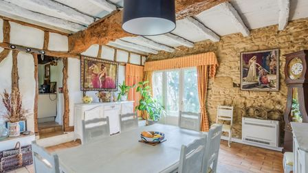 €Exposed beams in a Tarn farmhouse (my-french-house.com)