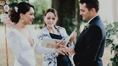 Celia conducts a wedding ceremony for Tina and Yann © TaraLillyPhotography