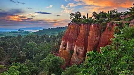 The ochre cliffs of Roussillon in the Luberon (c) ermess - Getty Images