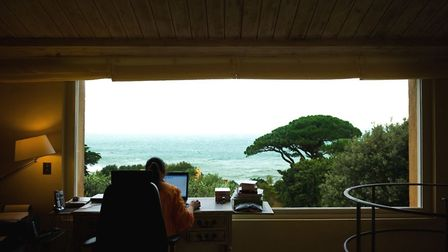 Hannah describes the view from her writing desk as magnifique