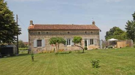 Country house for sale in Charente with Allez Francais