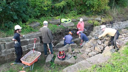 Volunteers working on the Sawmills toll narrows (photo: Martin Ludgate)