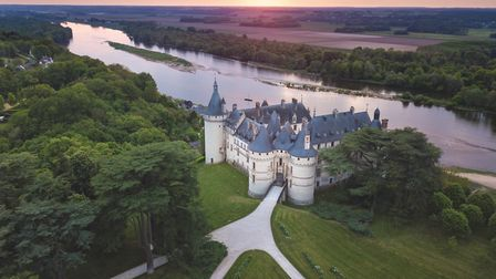 The château was built in the 15th century facing the Loire river, in order to benefit from what, unt