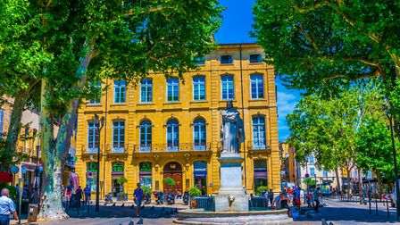 Statue of Roi René at the top of Cours Mirabeau (c) trabantos/Getty Images