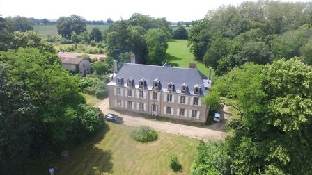 Château for sale in Deux-Sèvres with Cabinet Le Nail
