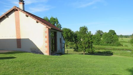 You could have the chance to run your own boat brokerage and live and work by the canal in Burgundy,