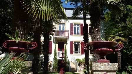 Domaine de Moulin Mer is a short walk from the sea in Brittany