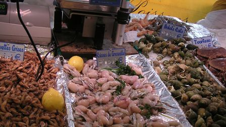 Fresh frogs' legs for sale at a market in Paris. Pic: Slastic/Wikimedia