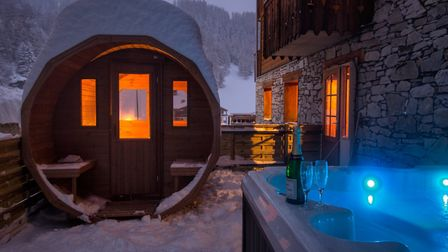 Chalet Panda in La Tania has a hot tub on the balcony, with mountain views