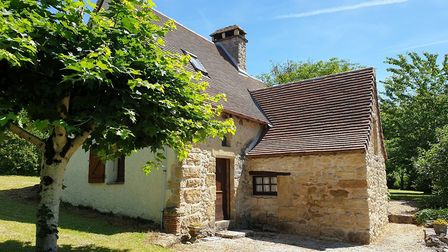 Gorgeous Dordogne cottage near a golf course on the market with Legget for just 109,000 euros
