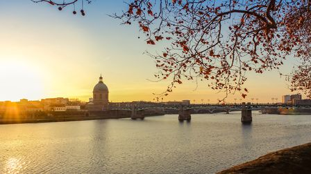 The Garonne passing through Toulouse at sunset (c) Leo_Dang / Getty Images