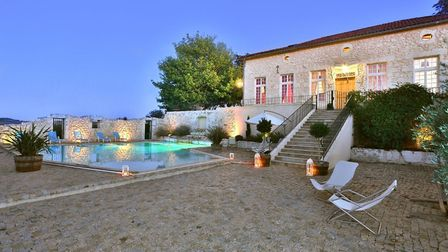 The courtyard and pool at Domaine de Rambeau