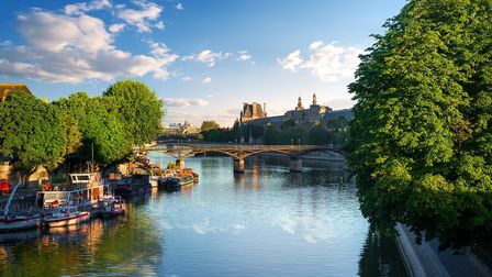 View on the Pont des Arts in Paris at summer sunrise (c) Givaga/Getty Images