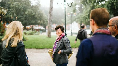 Jessica Hammer takes guests on a Taste of Toulouse tour (c) Jodi Bodtke