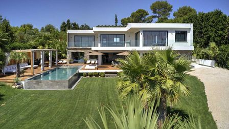 Hollywood hills or French countryside?