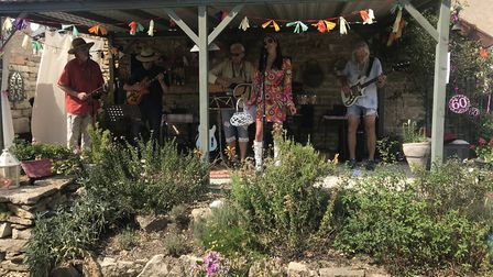 Michelle sings with local band The Flowerpots (c) Nigel Howard