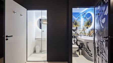 A bathroom in the 'Yours' private hotel-style guestroom (c) Abacapress/Thierry Sauvage