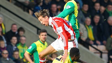 Joseph Yobo beats Peter Crouch to a header. Picture: Paul Chesterton / Focus Images