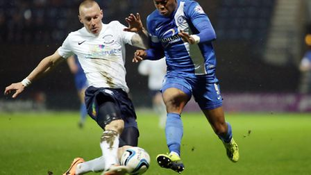 Peterborough United's Britt Assombalonga in action with Preston North End's Jack King - Photo mandat