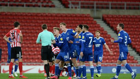 Ipswich players besiege the referee after Andre Dozzell was sent off at Sunderland Picture Pagepix L