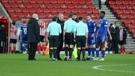 Paul Lambert Stuart Taylor Stephen Ward and Toto Nsiala remonstrate with the referee at the final wh