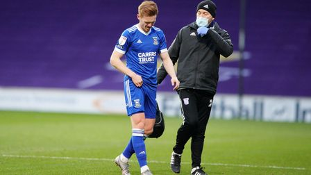 Jon Nolan looks uncomfortable as he walks from the pitch after picking up a first half injury. P