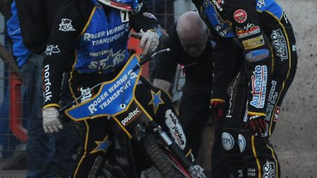 Lewis Rose has a chat with (R) skipper Rory Schlein. Picture: Ian Burt