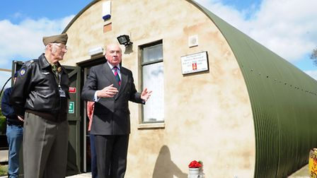"""Lord Dannatt unveils a plaque in memory of 2nd Lt. L """"Pete"""" Hughes at the 389th Bomb Group Memorial"""